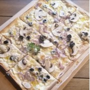 Lepeny vege (cienka węgierska pizza)