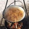 Bigos ogniskowy z kociołka